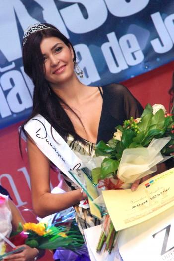 Andreea V Miss